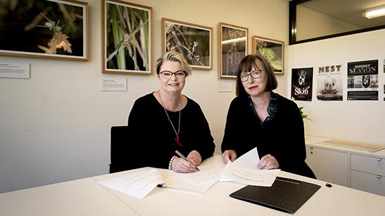 Tracy Puklowki and Janet Carding signing the memorandum of understanding